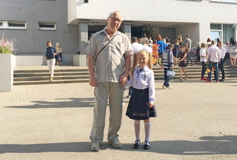 Дедушка Саша и первоклассница Ариана