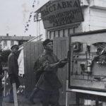 Начальник Курсов инженер-подполковник Бланк, осмотрев помещение, остался доволен. Первым принесли лучший из экспонатов выставки - действующий макет автомата пикирования самолета Пе-2.