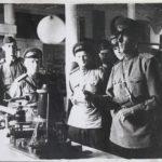 Подполковник Лабзин демонстрирует закон Бернули