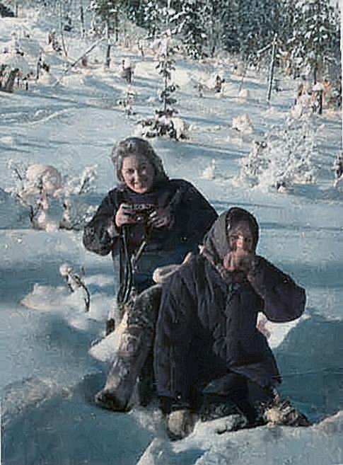 Мороз и солнце, день чудесный ...! Галина Александровна и Светлана Захарова. Сакмариха. 1967 г.